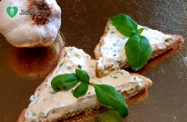 Vynikající pomazánka s česnekem a sýrem recept
