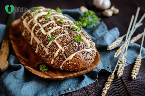Zapečený chléb s dvěma druhy sýra recept