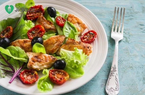 Zelený salát s olivami a kuřecími kousky recept