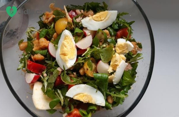 Zeleninový salát s tuňákem a fazolemi recept