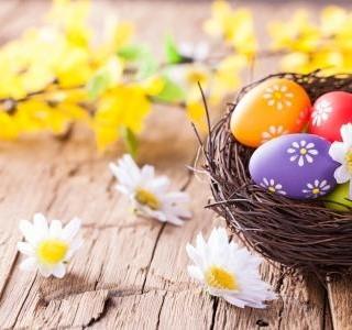 6 návrhů na pěkné Velikonoce v karanténě. Vajíčka, kostým, drink, jaro