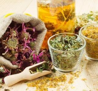 Bylinkové čaje a ovocné šťávy pro lepší náladu do jarních měsíců