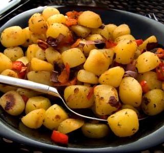 Dušené brambory s paprikou