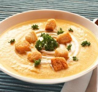 Dýňová polévka s bylinkovými krutónky