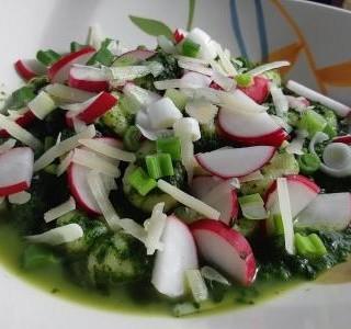 Gnocchi s jarní zeleninou a špenátem