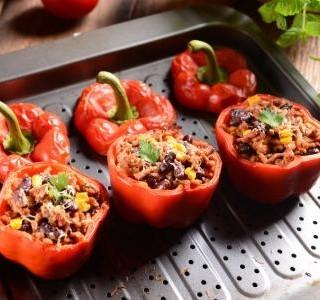 Grilované papriky s masovou náplní