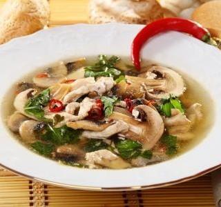 Houbová polévka s kváskem a chilli