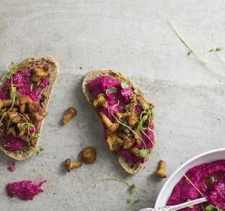 Hummus s červenou řepou a ricottou