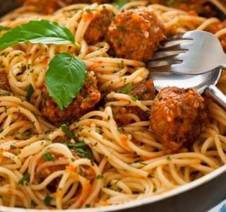 Italská omáčka na špagety s masovými kuličkami