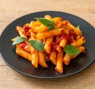 Italské těstoviny s rajčatovou omáčkou