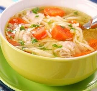 Jednoduchá kuřecí polévka s nudlemi