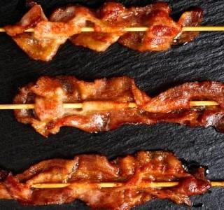 Křupavá slanina na špejli