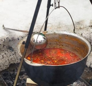 Kotlíková gulášové polévka