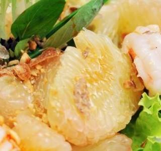 Krevetový salát s pomelem
