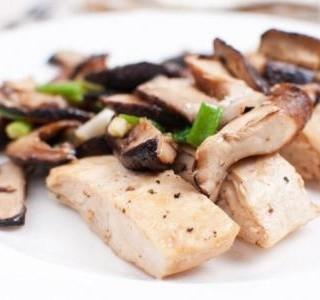Kuřecí maso na víně s shiitake