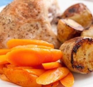 Kuřecí prsa s brambory a mrkví