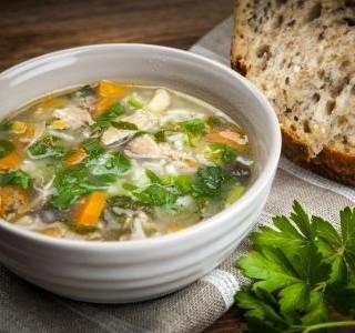 Kuřecí polévka s pórkem a rýží