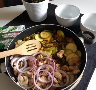 Kuřecí prsa se žampiony a opečenou zeleninou
