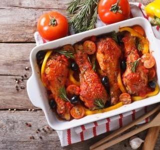 Kuřecí stehna v zeleninové omáčce