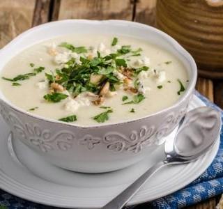 Květáková polévka se sýrem Stilton