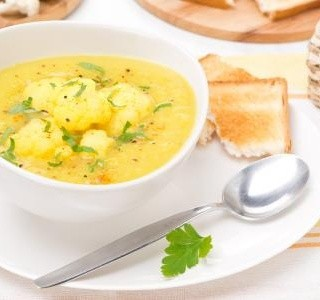 Květáková curry polévka