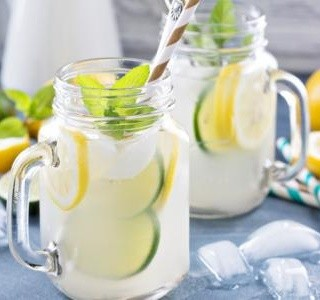 Limonáda z citronů a limetek