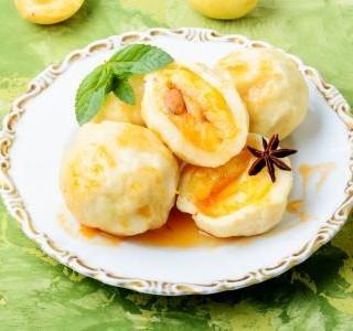 Meruňkové kynuté knedlíky
