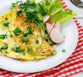 Omeleta s letní zeleninou