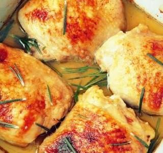 Pečená kuřecí stehna s parmezánem