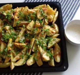 Pečené brambory s domácím dipem