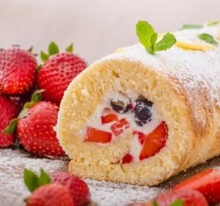 Piškotová ovocná roláda
