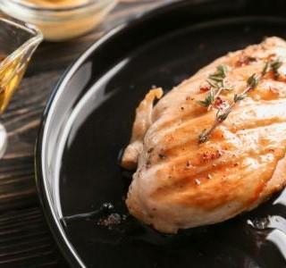 Pikantní  kuřecí maso s broskvovou marinádou