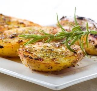 Pikantní brambory pečené v troubě