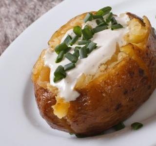 Plněné brambory zapečené v troubě