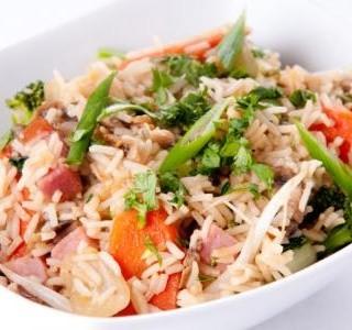Rýže se šunkou a fazolemi