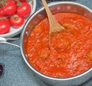 Rajčatová omáčka z protlaku a rajčat