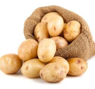 Sýrový salát s vařenými brambory