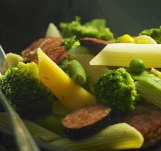 Těstoviny s brokolicí a kuřecími párky