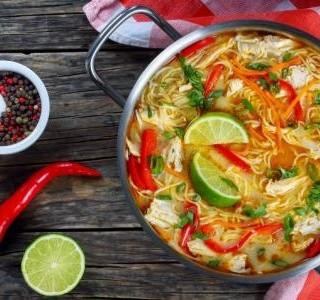 Thajská červená  polévka