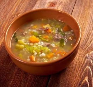 Uzená kroupová polévka