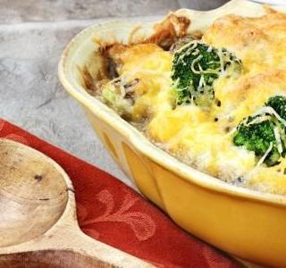 Zapečená brokolice s houbami a sýrem