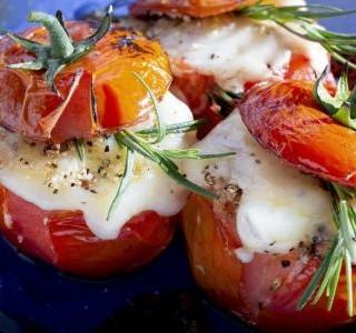 Zapečená rajčata se špenátovou náplní