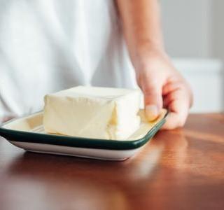 Jak si doma vyrobit máslo