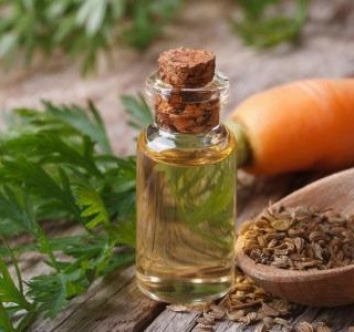 Mrkvový olej dodá pokožce zlatavý nádech a vyrobit ho lze i doma