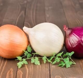 Netradiční a praktické využití cibule v domácnosti
