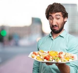 Otrava jídlem, jak jí poznat a co dělat?