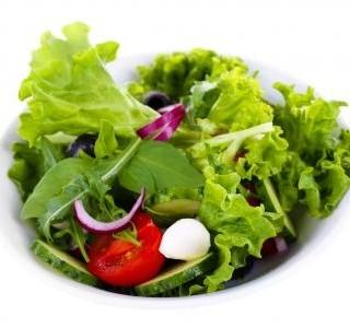 Zelené saláty jíme celé léto, ale známe je vlastně všechny?