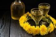 Vyzkoušejte si vyrobit bylinková vína, jsou skvělá i jako dárek